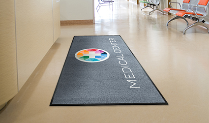 Logo Deluxe - Logo Deluxe mat in medical centre